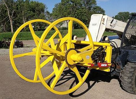 Cable roller on                           telehandler